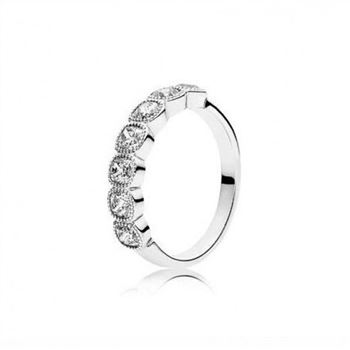 Pandora ALLURING CUSHION RING